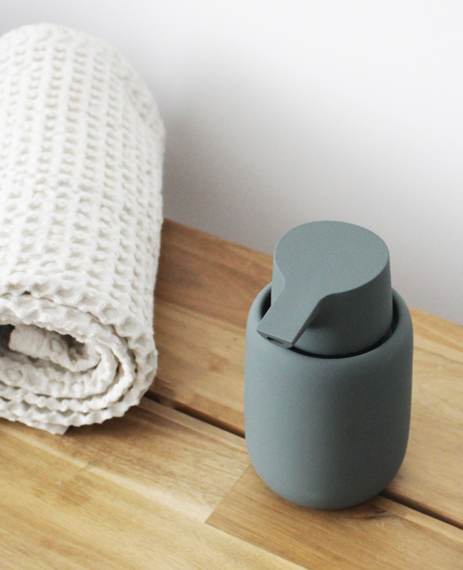 accessoire salle de bain etrias distributeur de savon