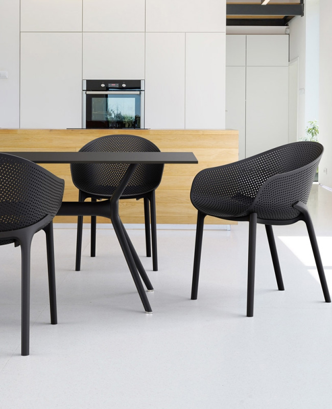 chaise 4 pieds moderne perforée