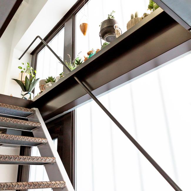deco bureau professionnel moderne coloré neva escalier industriel