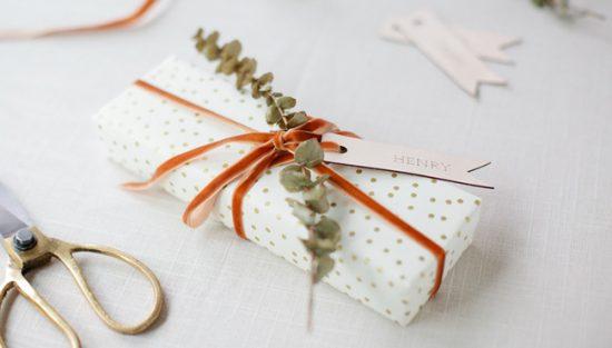 étiquette cuir paquet cadeau noel diy