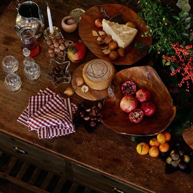 visite déco noel chalet rouge vert bois table