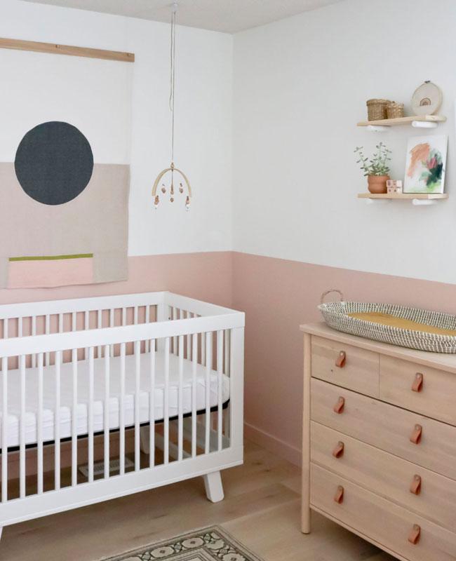 deco chambre bébé rose pale poudré