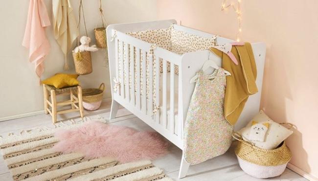 deco chambre bébé rose pastel