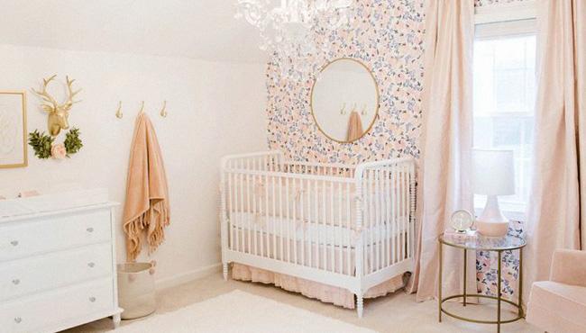 chambre rose bébé rose poudré or