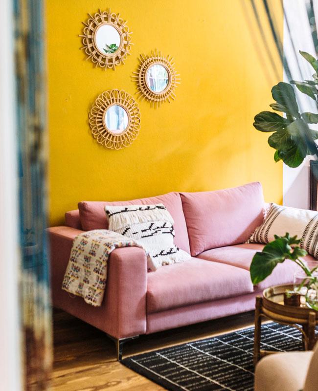 deco salon jaune rose féminin