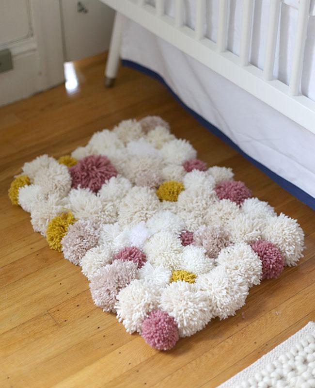 diy deco chambre bebe tapis pompon