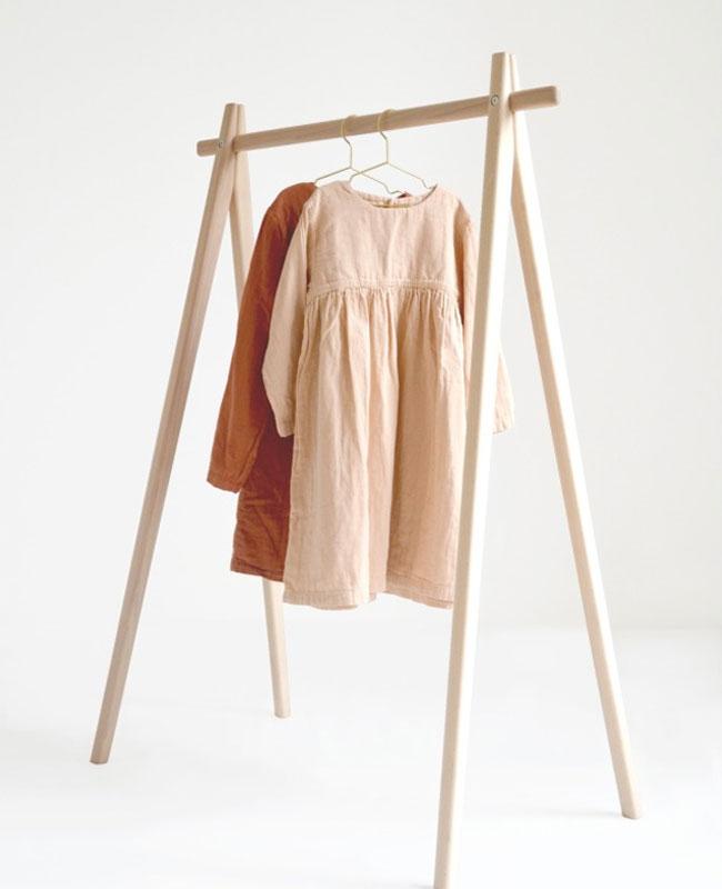 portant vêtements enfant bois