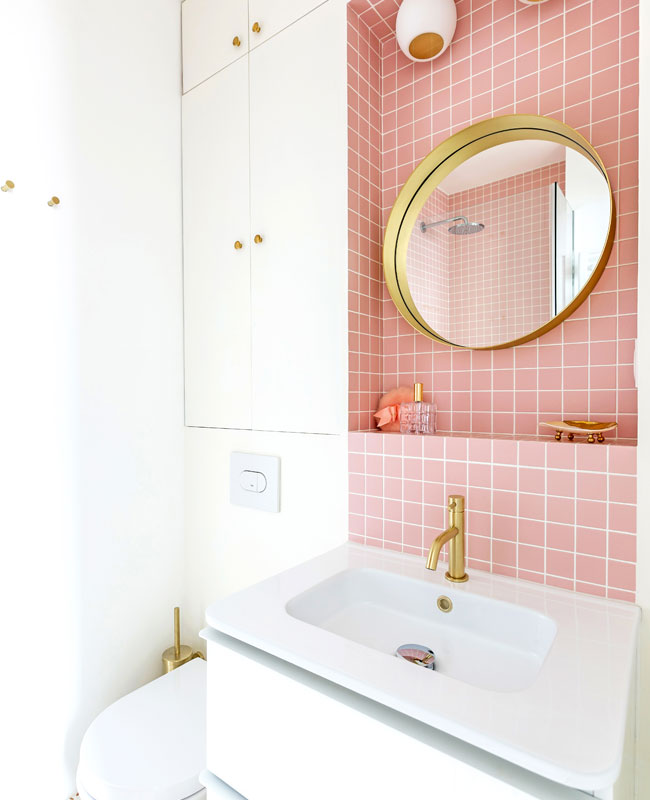 deco appartement boheme colore salle de bain rose