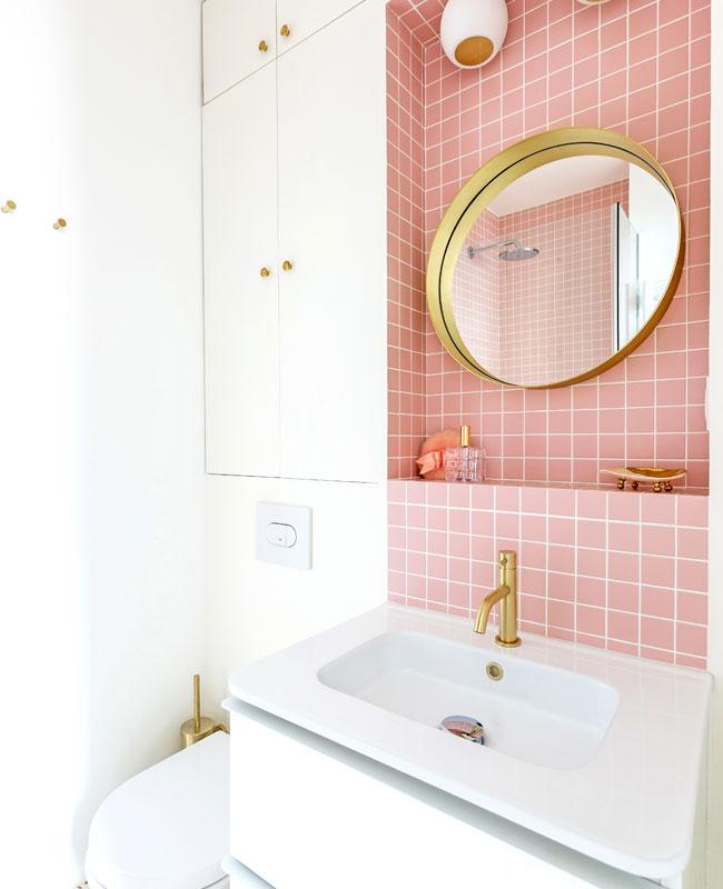 deco appartement boheme colore salle de bain rose