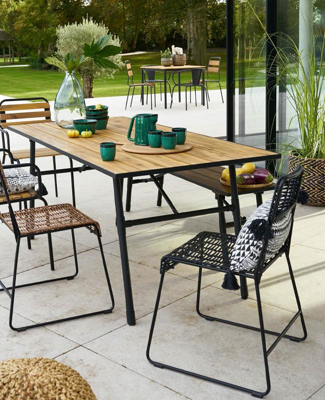 deco terrasse moderne naturelle table pliante noir bois
