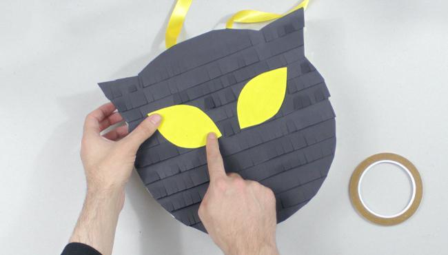 tuto pinata chat noir diy halloween etape 12