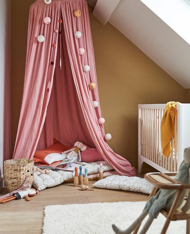 ciel de lit chambre bebe rose