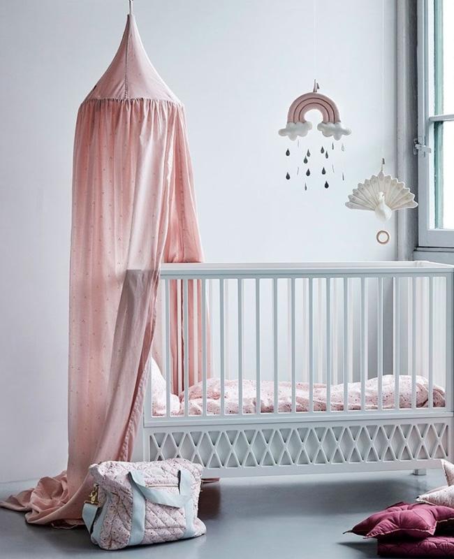 ciel de lit chambre bebe vieux rose