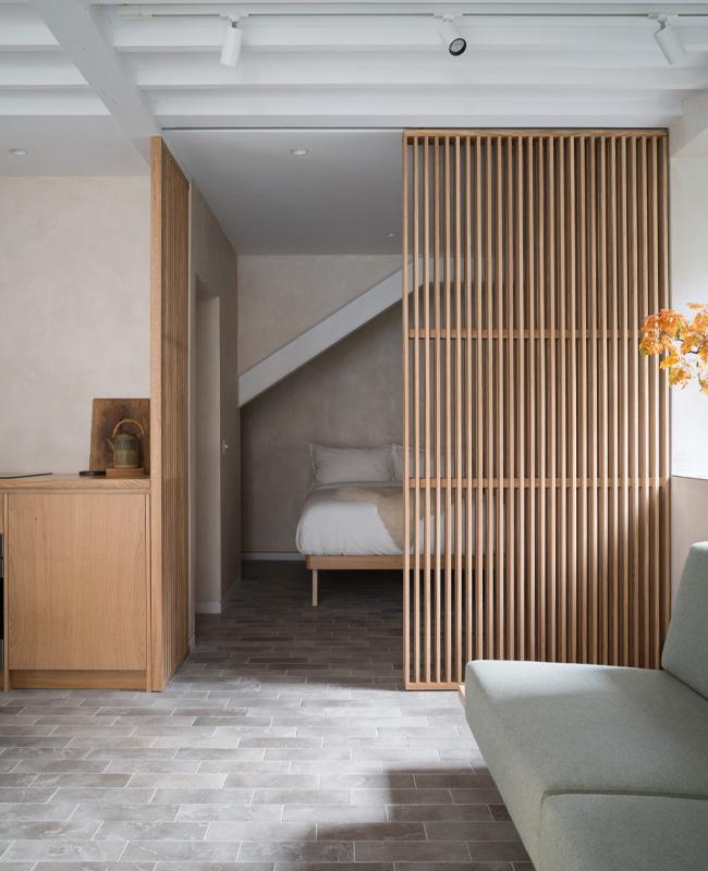 deco chambre separation tasseau bois