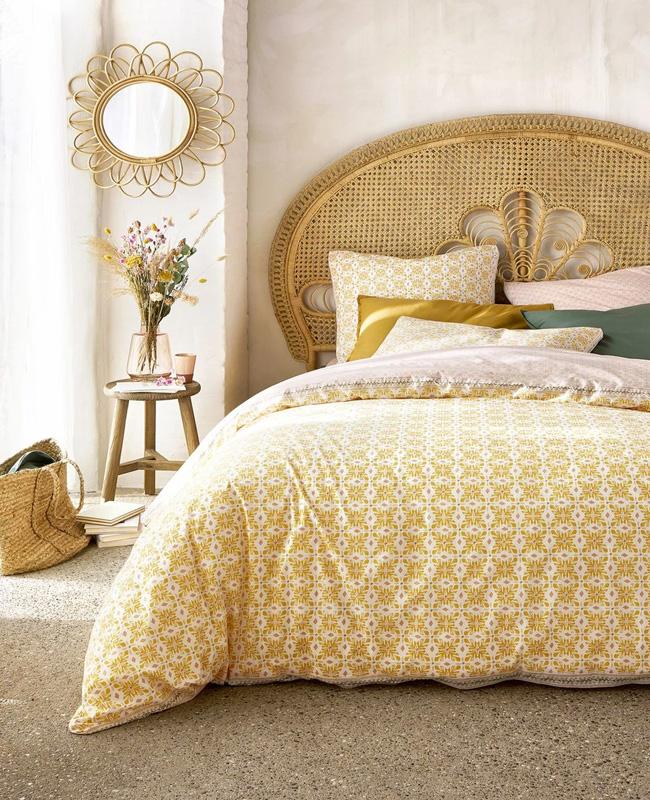 linge de lit jaune motifs