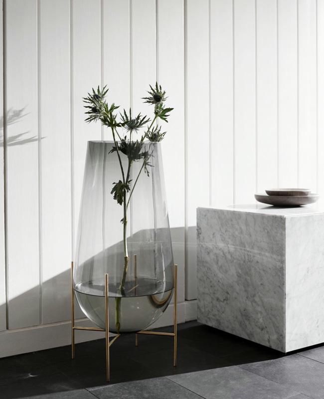 vase verre moderne sur pied
